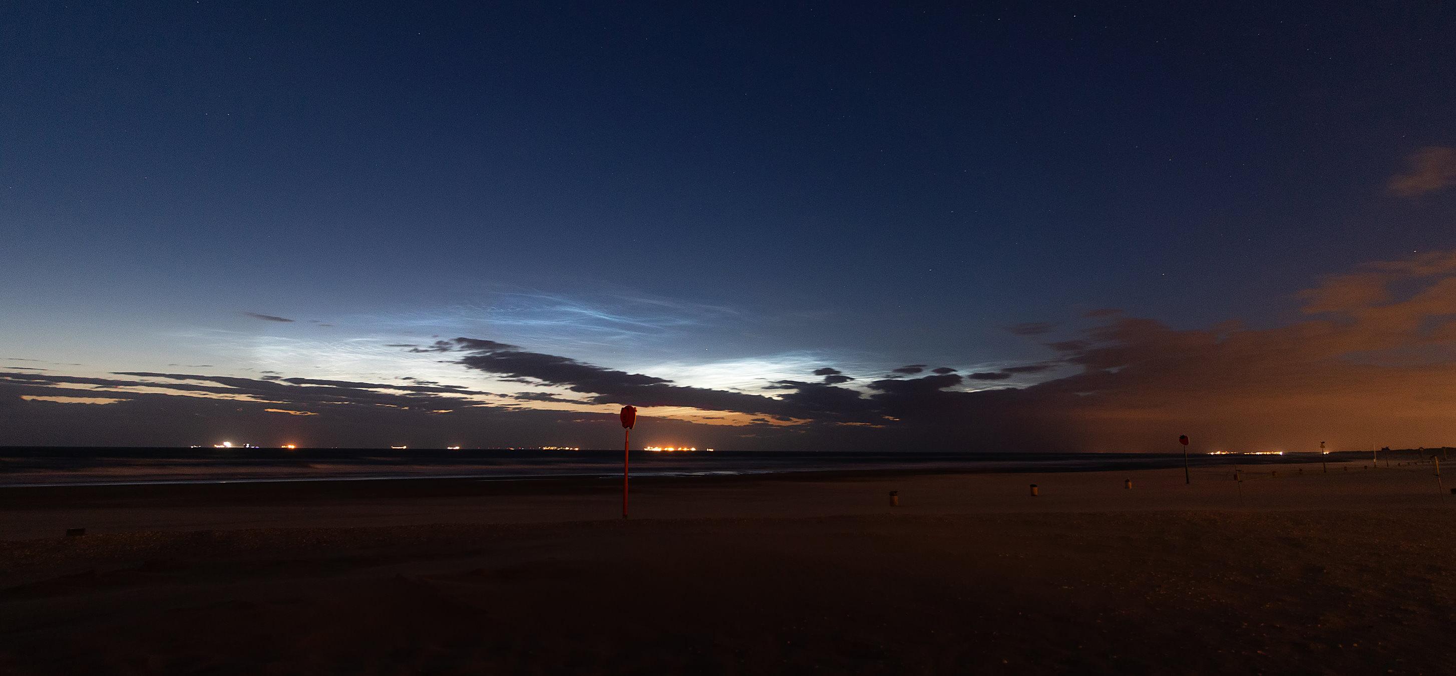 night-clouds-05-07-20-scheveningen-netherlands.jpg